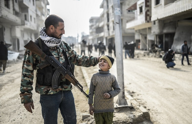 Kobani'de baba ve oğul - Fotoğraf: Bülent Kılıç